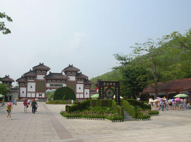Главный вход в буддистский комплекс Наньшань. Хайнань