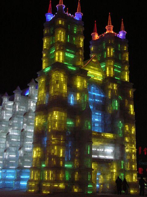 Фестиваль ледовых и снежных скульптур в Харбине