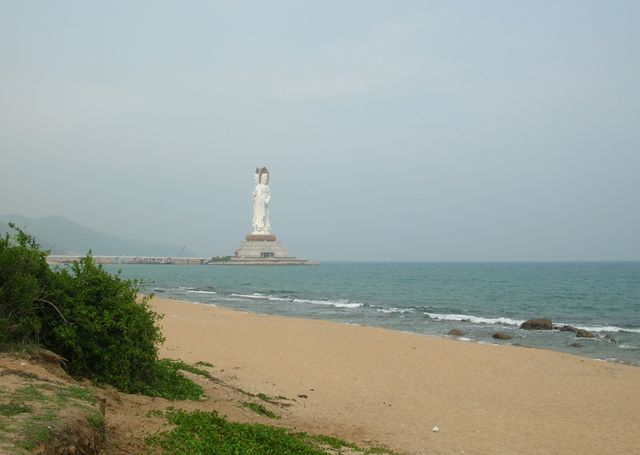 Статуя богини Гуаньинь. Хайнань