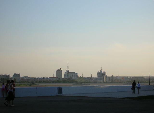 Вид на город Хэйхэ с набережной города Благовещенска