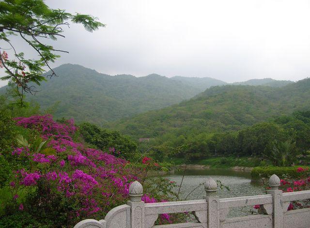 Озеро в парке Наньшань. Хайнань