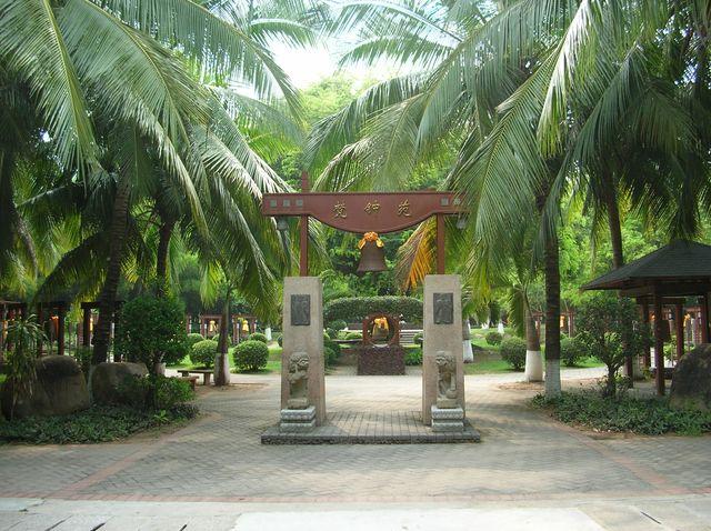 Колокола в память о святых в парке Наньшань. Хайнань