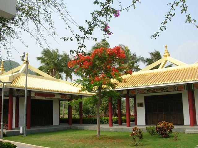 Павильоны буддийского храма Наньшань. Хайнань