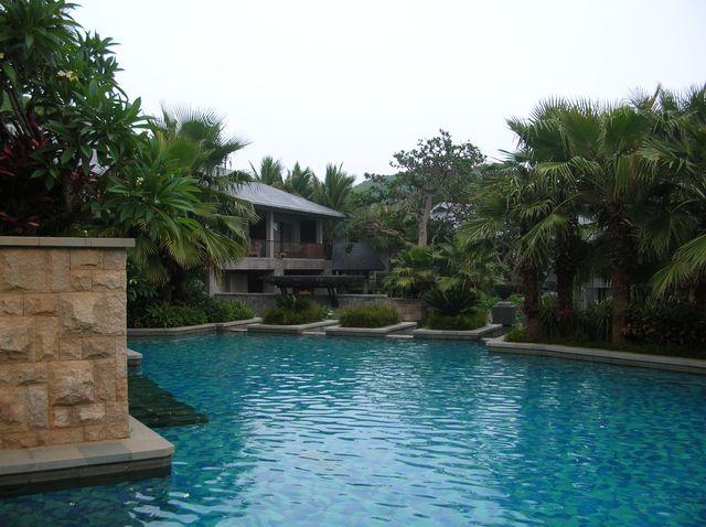 Один из бассейнов отеля Мандарин. Хайнань