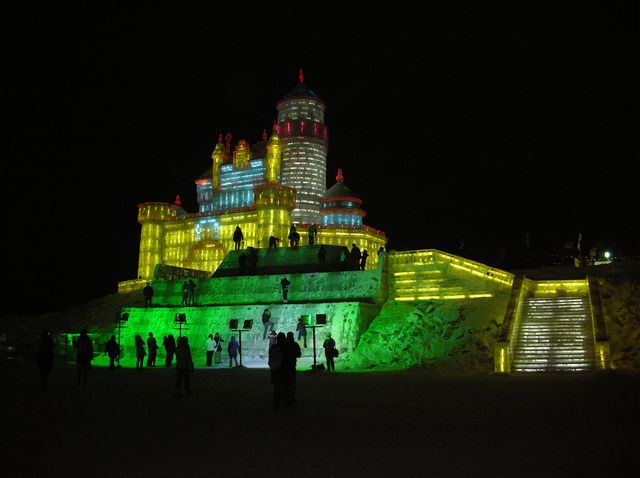 Ещё ледяные замки. Фестиваль ледовых и снежных скульптур в Харбине