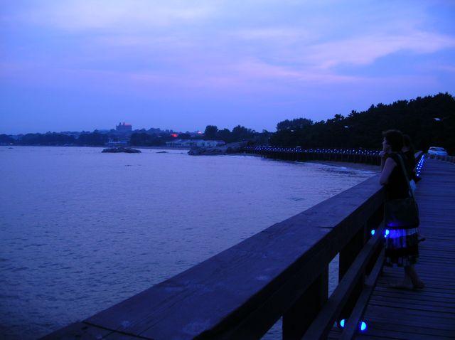 Вечер на набережной г. Бэйдайхэ