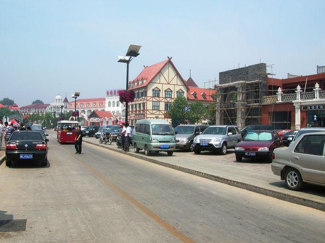 Бульвар возле центрального пляжа г. Бэйдайхэ