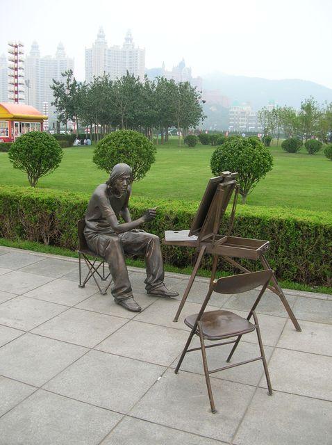 Парковые скульптуры. Город Далянь.