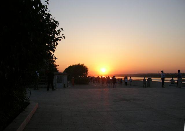 Вечер на набережной города Хэйхэ