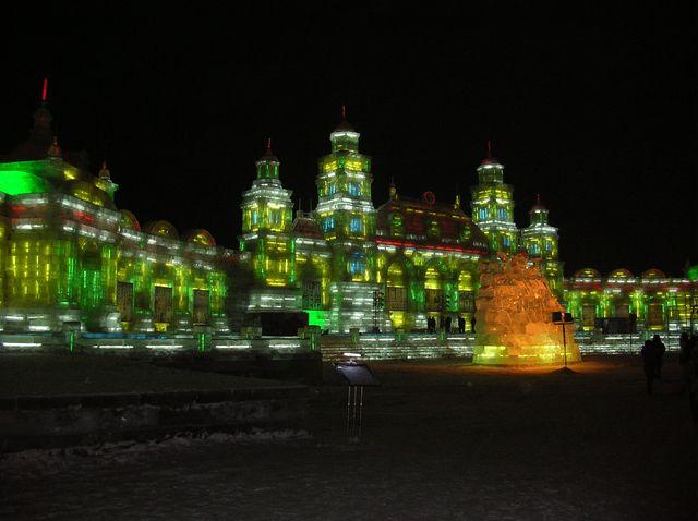 Ледяные дворцы. Фестиваль ледовых и снежных скульптур в Харбине