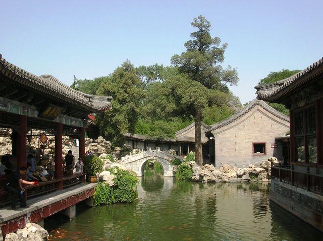 Место уединения в парке Бэйхай. Пекин