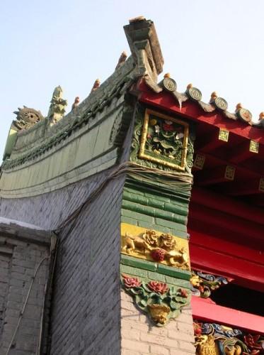 Лепные орнаменты на крышах храма. Харбин