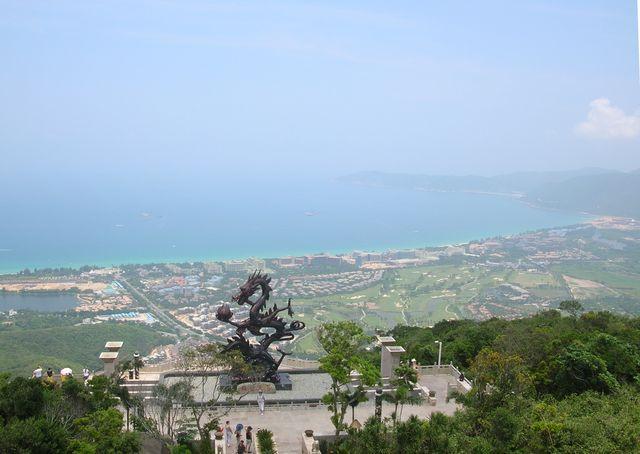Вид на бухту Ялунвань с парка Ялонгбей. Хайнань