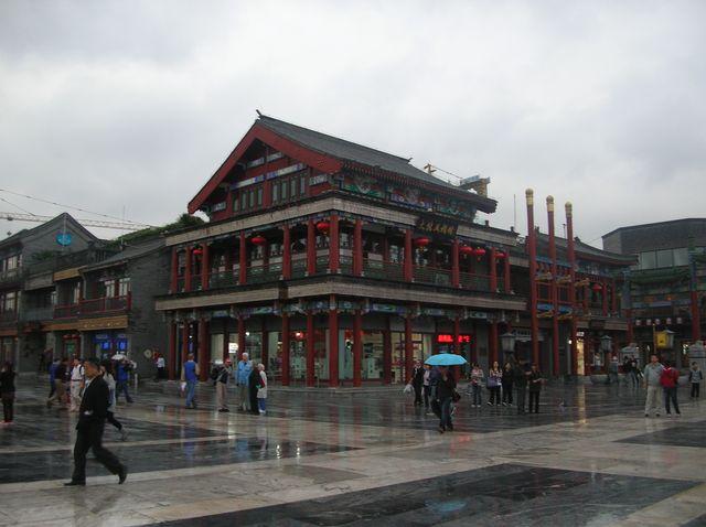 На углу улицы Цяньмэнь. Пекин