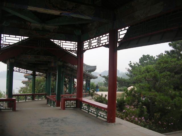 Павильоны для прогулок и отдыха в парке Гнездо голубки. Бэйдайхе