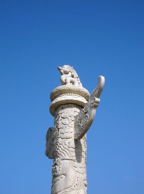 Колонна с драконом возле Ворот Небесного Спокойствия. Пекин