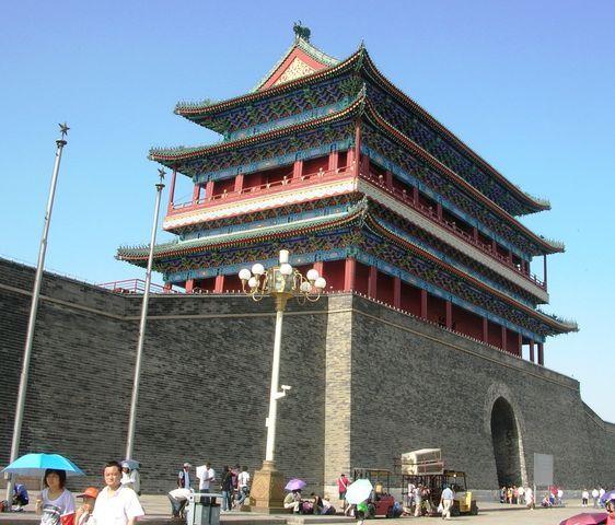Главные Солнечные Ворота - начало архитектурного ансамбля Передние ворота