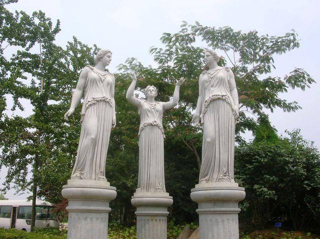 Каменные богини в Олимпийском парке. Бэйдайхе