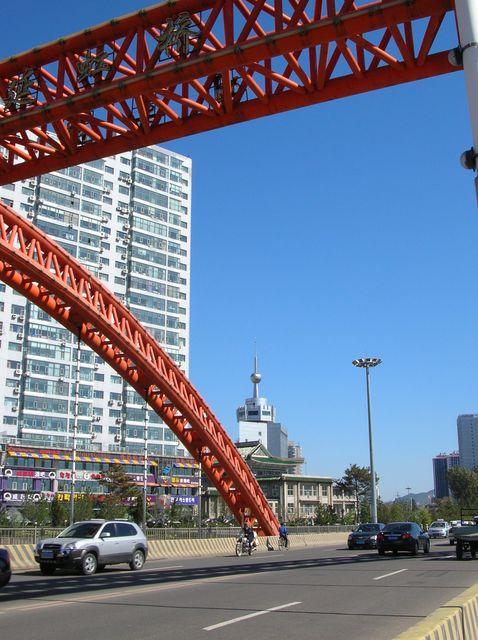 Металлический каркас одного из мостов в городе Яньцзи