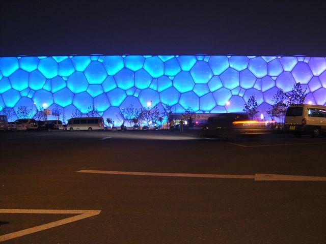 Национальный водный центр с ночной подсветкой. Пекин