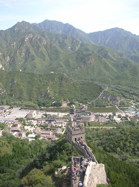 Участок ВКС Цзюйюнгуань напоминает крепость, его можно обойти по кругу
