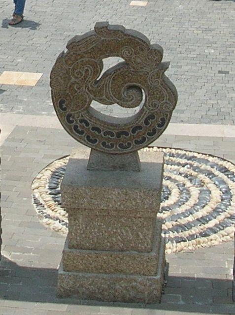 Дракон-символ Неба в тропическом парке Ялонг на о. Хайнань