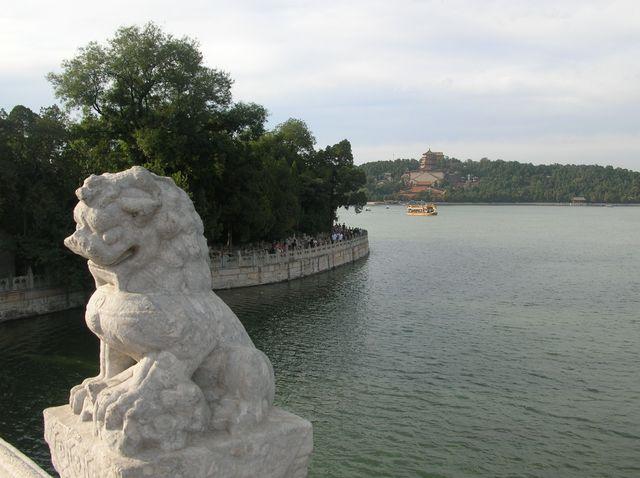 Вид на гору Вэншань с моста 17 пролётов. Пекин
