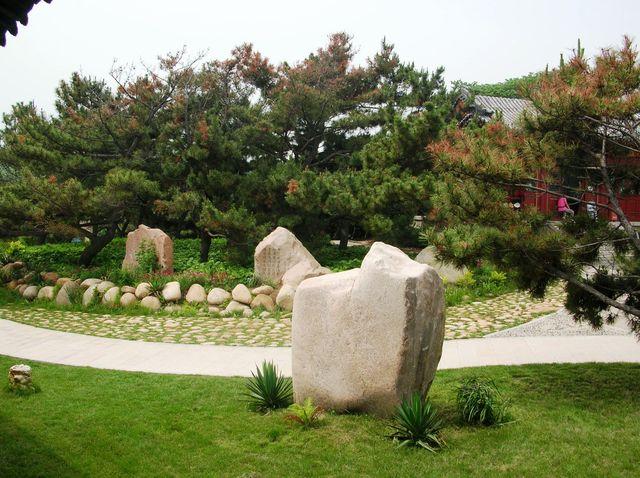 Декоративные камни в парке Гнездо голубей г. Бэйдайхэ