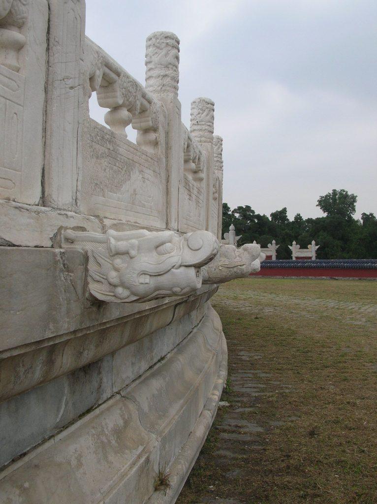 Драконы располагаются по периметру практически всех сооружений В Храме Неба