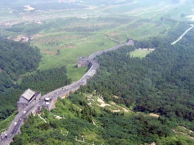 Отреставрированный участок стены на горе Цзяошань