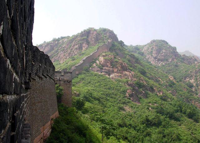 Не отреставрированный участок стены на горе Цзяошань