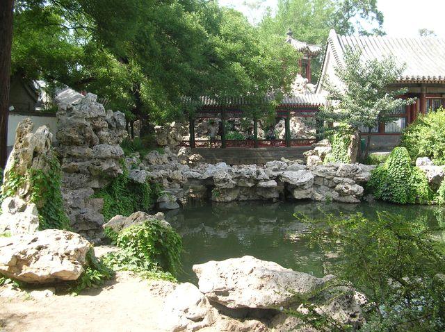 Уголок для отдыха в парке Бэйхай г. Пекин