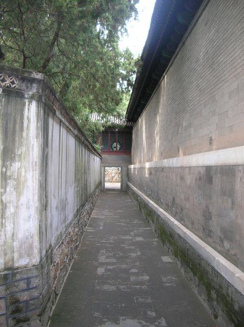 Узкие улочки Летнего императорского дворца. Пекин