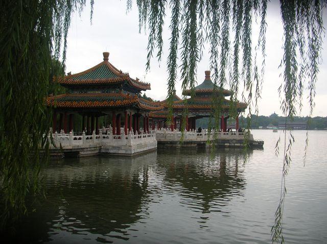 Беседки пяти драконов в парке Бэйхай г. Пекин