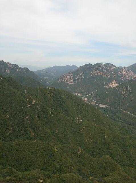 Вид со стены Цзюйюнгуань на участок Великой китайской стены Бадалин