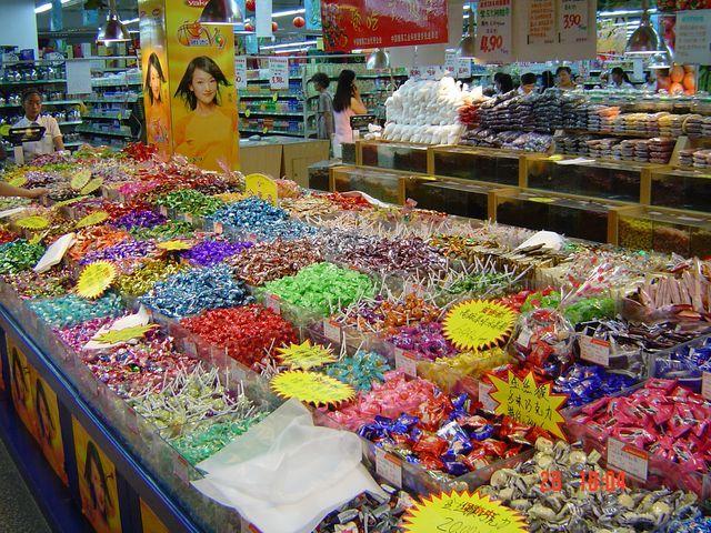 Море сладостей в супермаркете Вэйхая