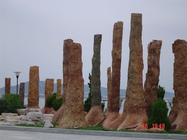 Каменный лес на набережной Вэйхая