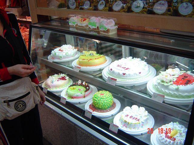 Тортики в лавке сладостей. Вэйхай