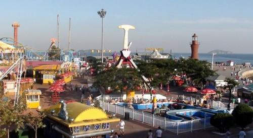 Парк атракционов на площади Синхай