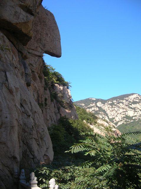 Иногда скалы приобретают причудливые формы. Бэйдайхэ