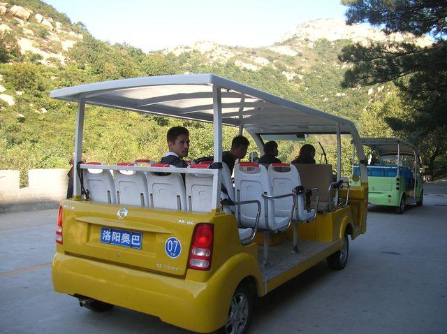 Миниавтобус для поездок по горному серпантину Ущелья Долголетия