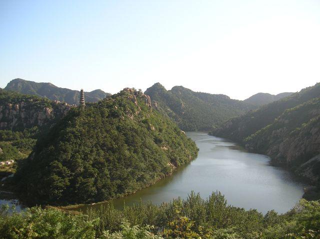 Вид на озеро Янсай со стороны парка Долголетия