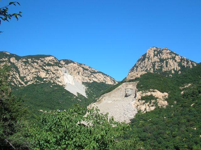 Гора пяти Будд в парке Долголетия. Бэйдайхэ