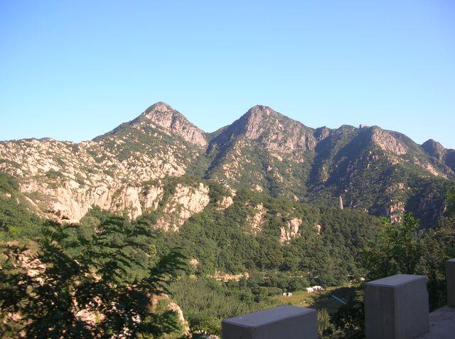 Канатная дорога проходит по хребтам гор. Бэйдайхэ