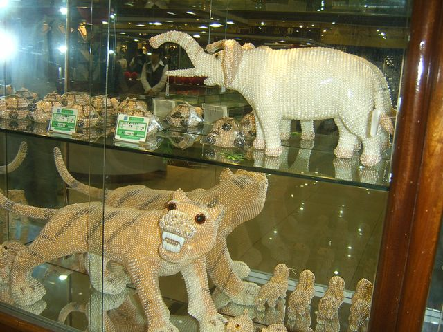 На жемчужной фабрике в Пекине