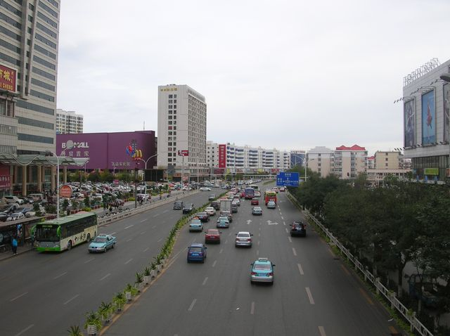 Центральная улица города Циньхуандао