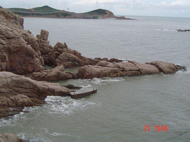 Некоторые камни могут напоминать животных или, например, дракона, отдыхающего на берегу