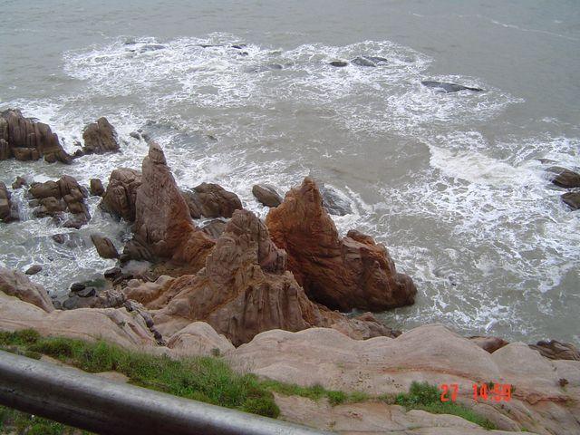 Каменный берег парка Край Света. Вэйхай