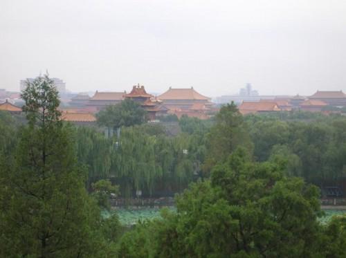 Вид с парка Бэйхай на парк Угольная горка и Запретный город
