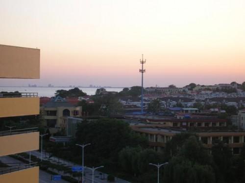 Закат на море, вид с балкона гостиницы Яньшань